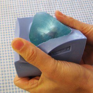 Dùng khuôn silicon làm xà phòng sẽ cho ra những sản phẩm chi tiết phức tạp